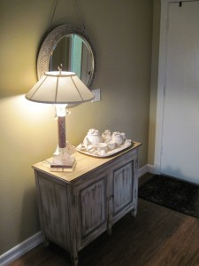 Thalia Poulos Professional Organizer Organized Beautifully -  Elegant Entryway - compressed  IMG_1544